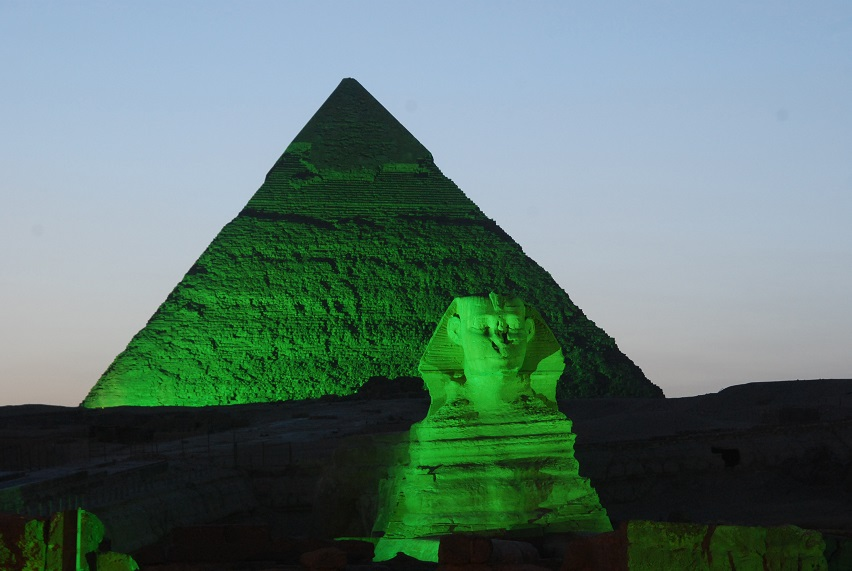 8-3-PYRAMIDS-AND-SPHINX-GO-GREEN-FOR-ST-PATRICKS-2013.jpg